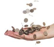 Münzen, die in Hand fallen Stockfotografie