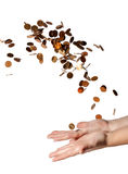 Münzen fallen in seine Hände Lizenzfreie Stockbilder