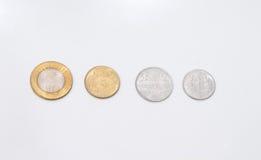 Münzen gelegt in eine Linie stockfotografie