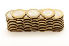 Münzen getrennt auf Weiß stockfotos