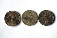 Münzen mit einem Nennwert von einem Rubel lizenzfreie stockfotos