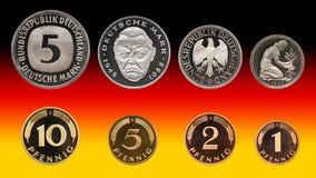 Münzen Satz, Pfennig, Hintergrundsteigung Deutschland-Deutscher Mark stockfotos