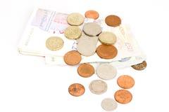 Münzen und Banknoten des britischen Pounds Stockfoto