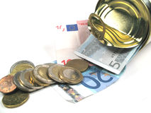 Münzen und Banknoten in einem Zinn Lizenzfreie Stockfotografie