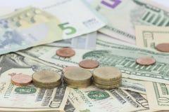 Münzen und Banknoten, Konzept der Unternehmensplanung und Finanzierung Lizenzfreie Stockfotos
