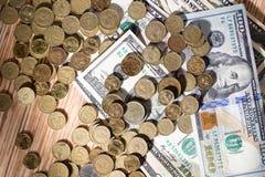 Münzen und Dollar Stockbilder