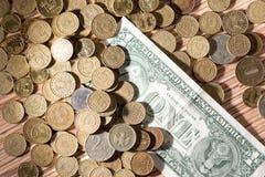 Münzen und Dollar Stockbild