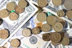 Münzen und Dollar Lizenzfreies Stockfoto