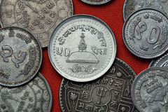 Münzen von Nepal Swayambhunath Tempel in Katmandu Stockbilder