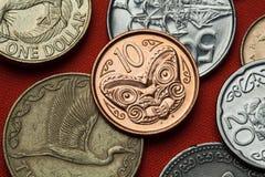 Münzen von Neuseeland Maori- Schnitzen Stockbild