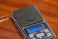 Münzenschmuck zu den elektronischen Skalen Stockbilder
