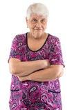 Mürrische ältere Dame mit den Armen gekreuzt Stockbilder