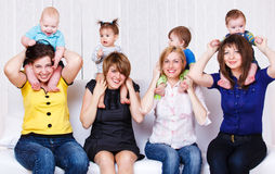 Mütter und Kinder stockbild