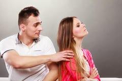 Mąż próbuje przepraszać żony nieporozumienie Obrazy Royalty Free