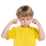 Mądra chłopiec w żółtej koszula obrazy stock