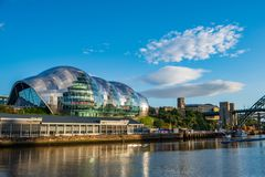 Mądra Gateshead filharmonia na Newcastle Gateshead Quayside na a obrazy royalty free