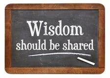 Mądrość musi być częścią na blackboard zdjęcie royalty free