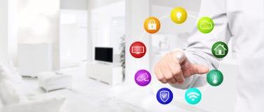 Mądrze domowej automatyzaci ręki dotyka ekran z barwionymi symbolami dalej Zdjęcie Royalty Free