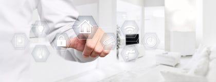 Mądrze domowej automatyzaci ręki dotyka ekran z białymi symbolami dalej wewnątrz Zdjęcia Royalty Free