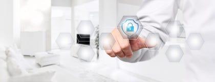 Mądrze domowej automatyzaci ręki dotyka ekran z osłoną i kłódką Zdjęcia Stock