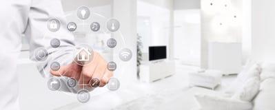 Mądrze domowej automatyzaci ręki dotyka ekran z symbolami na wnętrzu Obrazy Stock