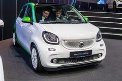 Mądrze EQ forfour, elektryczny pojazd EV produkujący Mercedes-Benz fotografia royalty free