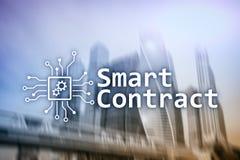 Mądrze kontrakt, blockchain technologia w biznesie, finansowy techniki pojęcie Drapacza chmur tło Zdjęcia Stock