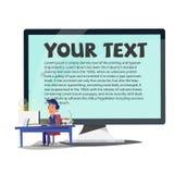 Mądrze mężczyzna pracuje na stole z monitoru ekranem w tle Zdjęcie Royalty Free