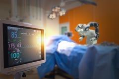 Mądrze medyczny technologii pojęcie, postępowa mechaniczna operacji maszyna przy szpitalem, mechaniczna operacja jest precyzją, m fotografia stock