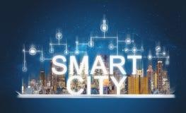 Mądrze miasta i budynku technologia Zwiększający rzeczywistość budynki z online środkami i sieci podaniowe ikony na cyfrowej past zdjęcie royalty free