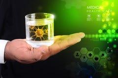 Mądrze ręka pokazuje wirusa w szkle woda Zdjęcia Stock