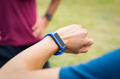 Mądrze sprawność fizyczna zegarek zdjęcia royalty free