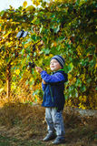 Mądrze szczęśliwa chłopiec bierze selfie Zdjęcia Stock