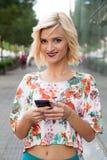 mądrze telefon kobieta obraz stock