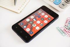 Mądrze telefon wszystkie zastosowanie na parawanowej wiszącej ozdobie Zdjęcia Stock