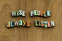 Mądrzy ludzie zawsze słuchają pierwszy mądrość mądrze obraz stock