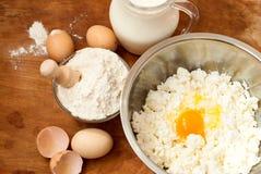 Mąka, chałupa ser, mleko Jajka fotografia stock