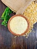 Mąka groch w pucharze na pokładzie wierzchołka Obraz Royalty Free