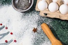 Mąka, jagody i anyż gwiazdowe pikantność jako, dekoracja toczna szpilka i, jajka, durszlak Zdjęcie Stock