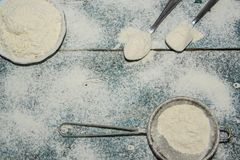 Mąka na stole zdjęcia stock