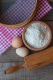 Mąka z egs i toczną szpilką Zdjęcia Royalty Free