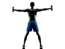 Mężczyzna ćwiczy sprawność fizyczną obciąża sylwetkę obraz stock