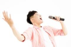 Mężczyzna śpiewa mikrofon Zdjęcia Stock