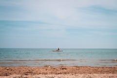 Mężczyzna żegluje w Adriatic morzu zdjęcia royalty free