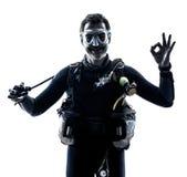 Mężczyzna akwalungu nurka nurkowa sylwetka odizolowywająca Obraz Royalty Free