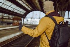 Mężczyzna autostopu pociąg Fotografia Royalty Free