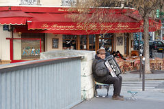 Mężczyzna bawić się akordeon Fotografia Royalty Free