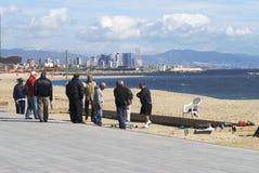 Mężczyzna bawić się Boules. Barcelona plaża Fotografia Stock