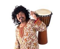 Mężczyzna bawić się djembe Fotografia Stock