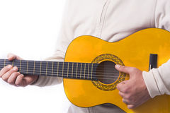 Mężczyzna bawić się klasyczną gitarę Fotografia Stock